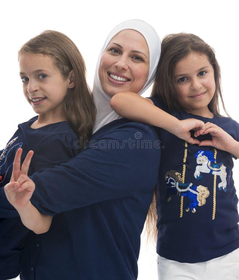 Een Gelukkige Moslimfamilie, Moeder en Haar Dochters stock afbeeldingen