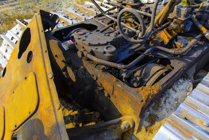 Een geroeste en verlaten roestige tractor Dode radioactieve streek stock foto