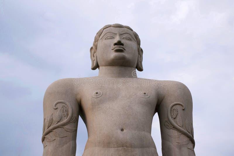 Een gigiantic monolithisch die standbeeld van Bahubali, ook als Gomateshwara, Vindhyagiri-Heuvel, Shravanbelgola, Karnataka wordt stock foto