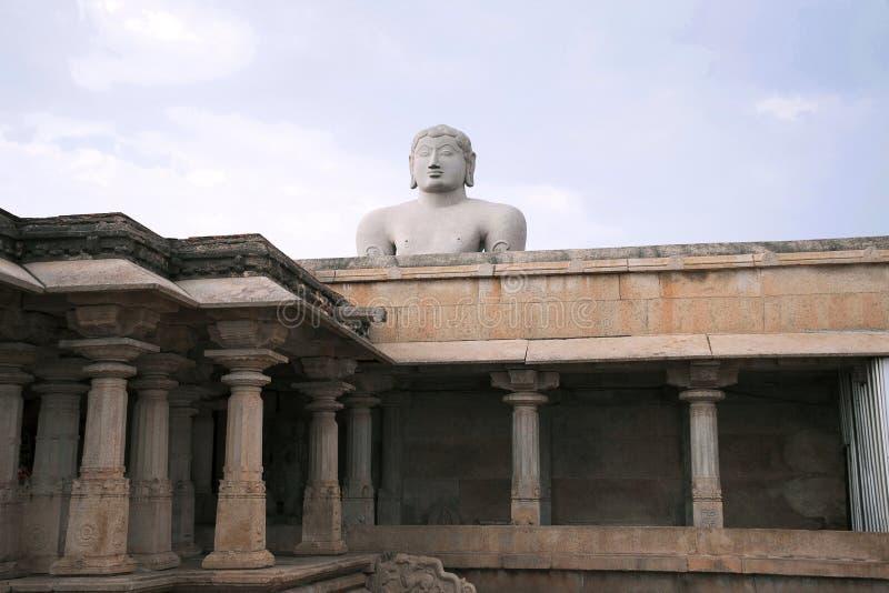 Een gigiantic monolithisch die standbeeld van Bahubali, ook als Gomateshwara, Vindhyagiri-Heuvel, Shravanbelgola, Karnataka wordt stock foto's