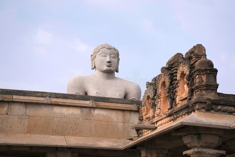 Een gigiantic monolithisch die standbeeld van Bahubali, ook als Gomateshwara, Vindhyagiri-Heuvel, Shravanbelgola, Karnataka wordt stock fotografie