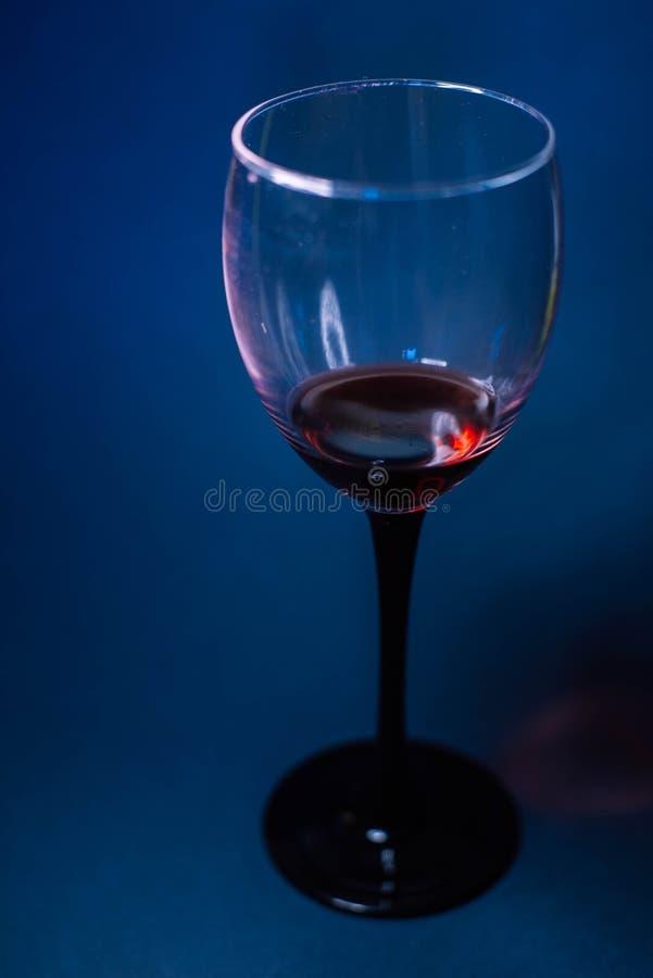 Een glas rode wijn stock foto's
