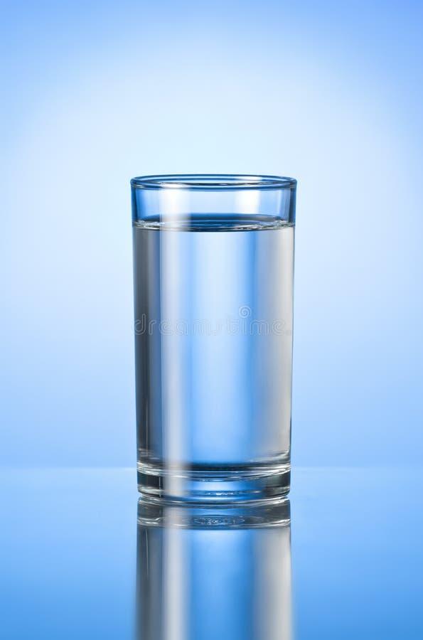Een glas zuiver water royalty-vrije stock foto's