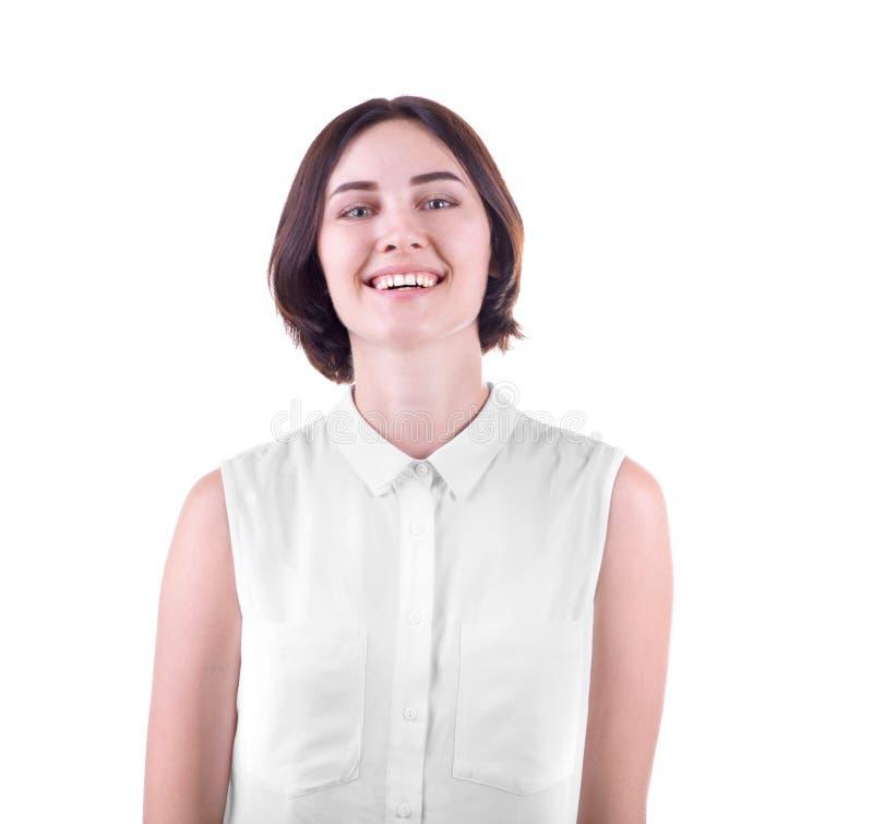 Een glimlachende die dame op een witte achtergrond wordt geïsoleerd Een gelukkige en zekere student Een professionele succesvolle stock foto