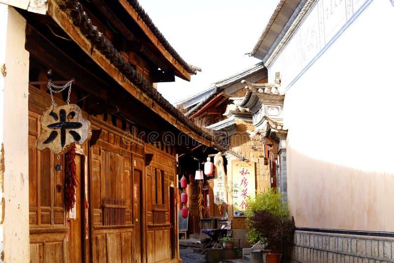 Een glimp van het dorp van Shaxi Deze stad is waarschijnlijk de meest intacte stad van de paardcaravan op de Oude theeroute stock afbeeldingen