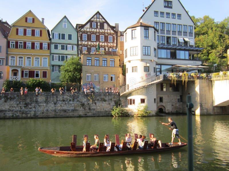 Een gondelrit langs Tübingen van de binnenstad royalty-vrije stock fotografie