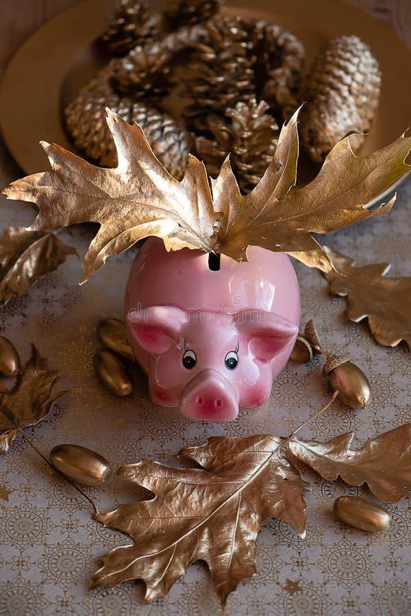 Een gouden hoge de engelenmening van het Spaarvarken royalty-vrije stock afbeeldingen