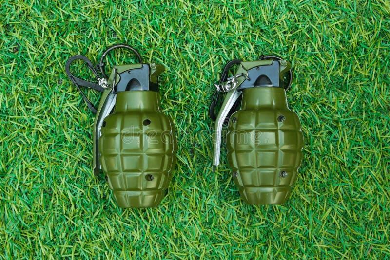 Een granaat op gras royalty-vrije stock foto