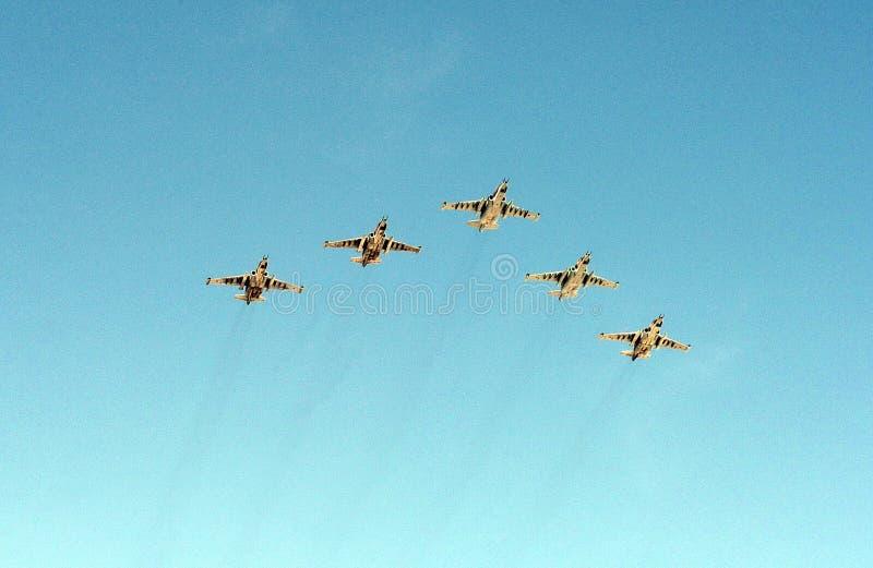 Een groep aanvalsvliegtuig Sukhoi su-25 Grach (NAVO die naam melden: Frogfoot) in de hemel stock foto's