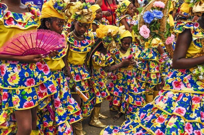 Een groep dansers gekleed in Spaanse stijl vertegenwoordigt het Spaanse cultureel erfgoed van Trinidad en van Tobago stock foto