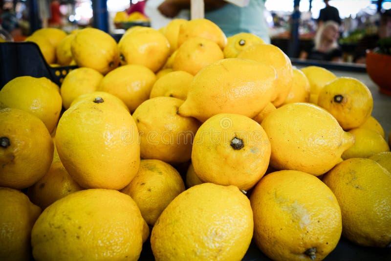 een groep Italiaanse citroenen royalty-vrije stock foto's