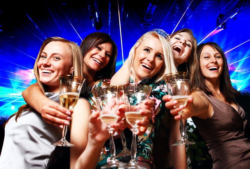 Een groep jonge mensen in club stock foto's