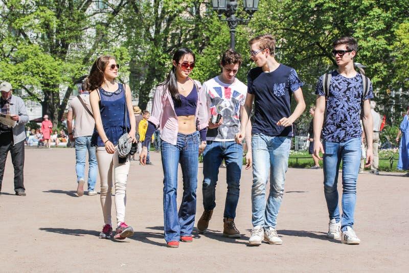 Een groep jongeren stock fotografie