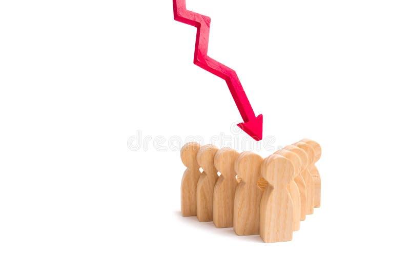 Een groep mensen in een pijlvorming en een rood onderaan pijl Concept dalend teammoreel Lage levering van gekwalificeerd personee royalty-vrije stock foto