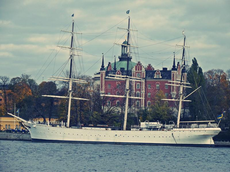 Een groot schip in Stockholm stock fotografie