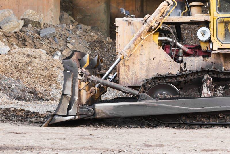 Een grote bulldozer in bouwwerf royalty-vrije stock afbeeldingen