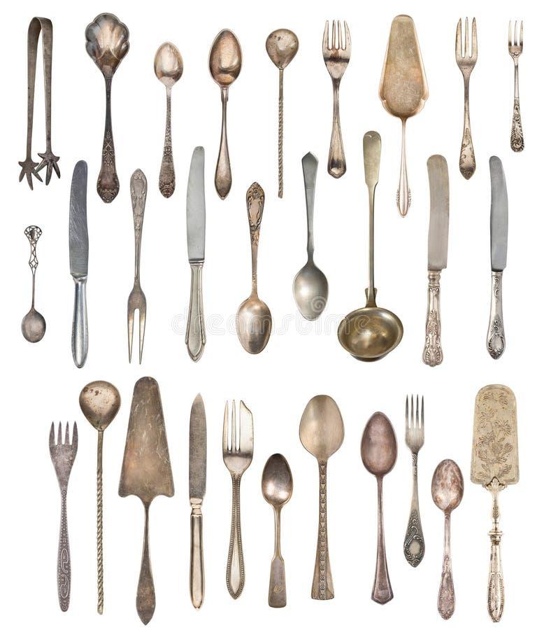 Een grote die reeks antiquiteiten op een witte achtergrond wordt ge?soleerd Oude lepel, vork, mes, ketel, stoomboot stock foto