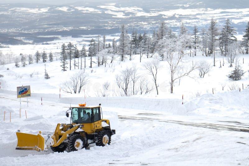 Een grote sneeuwstorm bij het gebied van de sneeuwberg in Hokkaido, Japan stock foto's