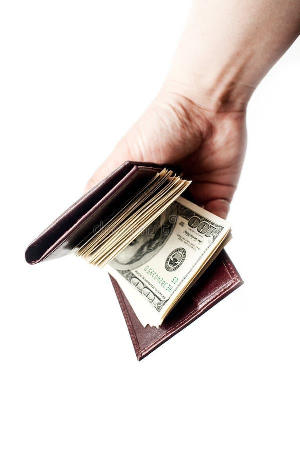 Een hand die een portefeuillehoogtepunt van contant geld houden die over een witte achtergrond wordt geïsoleerd verticaal stock foto's