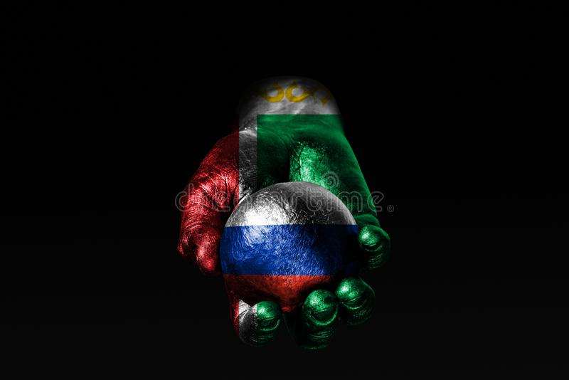 Een hand met een getrokken vlag van Tchetchenië houdt een bal met een getrokken vlag van Rusland, een teken van invloed, druk of  stock fotografie
