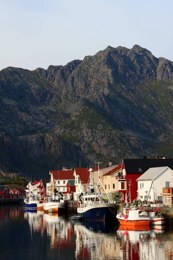 Een haven in lofoten eilanden stock fotografie