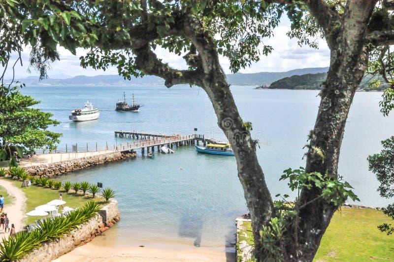 Een haven op een prachtig eiland stock foto