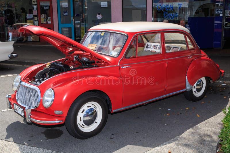 Een heldere rode jaren '50 Duitse auto, een DKW 3=6 stock foto