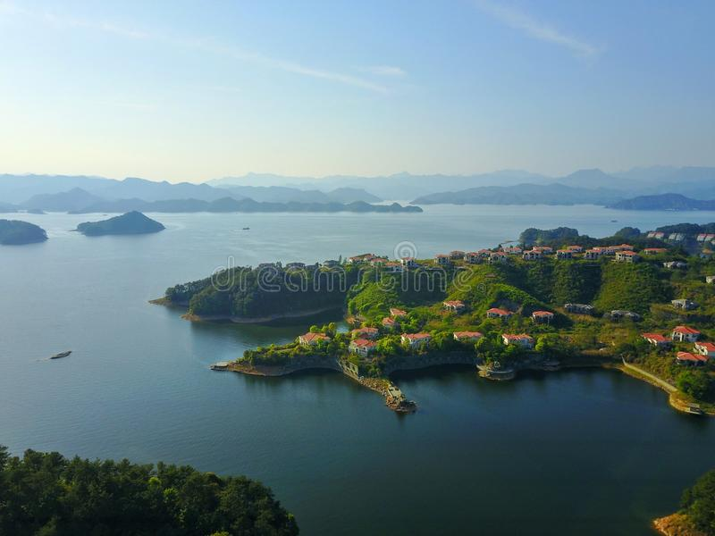 Een hemelmening van Qiandaohu Duizend Eilandmeer royalty-vrije stock foto