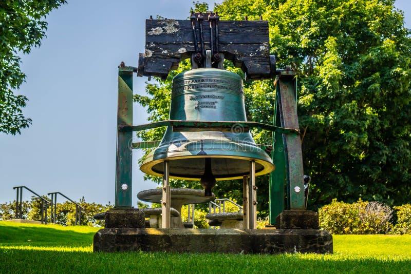 Een herdenkingsklok van het putdomein in Augusta State Capital, Maine royalty-vrije stock foto