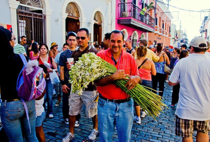 Een het glimlachen Puerto Rico bloemverkoper royalty-vrije stock foto