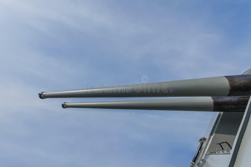 Download Een Het Schieten Kanon Op Het Slagschip Stock Afbeelding - Afbeelding bestaande uit weerslag, radar: 107708055