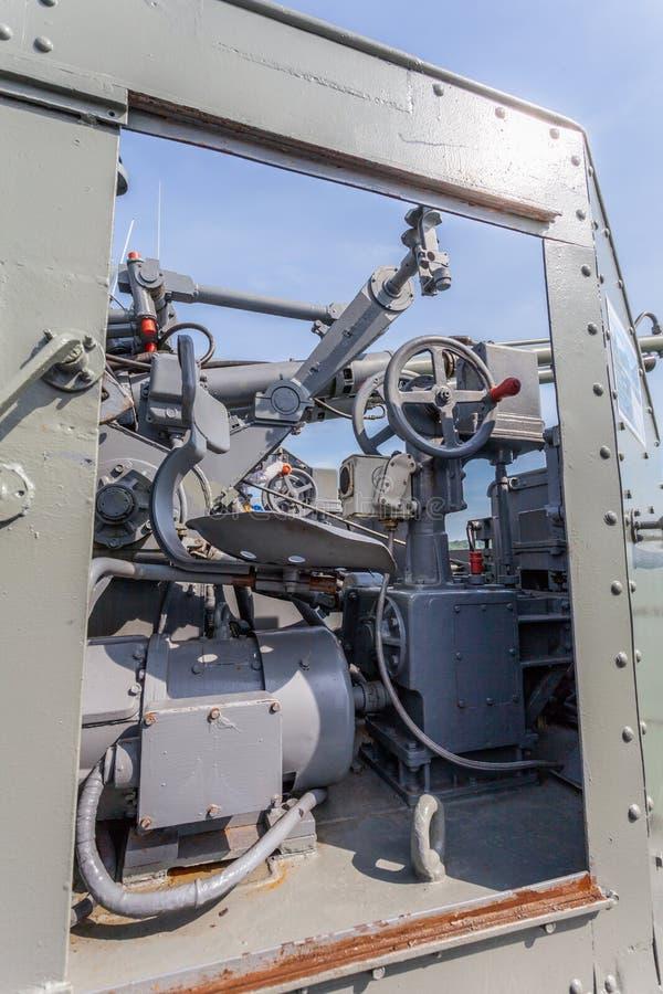 Download Een Het Schieten Kanon Op Het Slagschip Stock Afbeelding - Afbeelding bestaande uit boot, fregat: 107708081