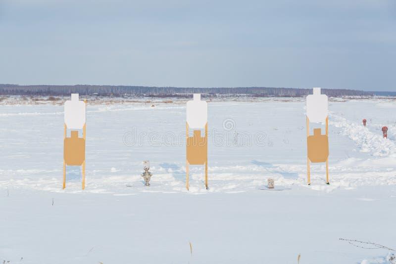 een het schieten waaier in de winter en een samovar als doel royalty-vrije stock foto's