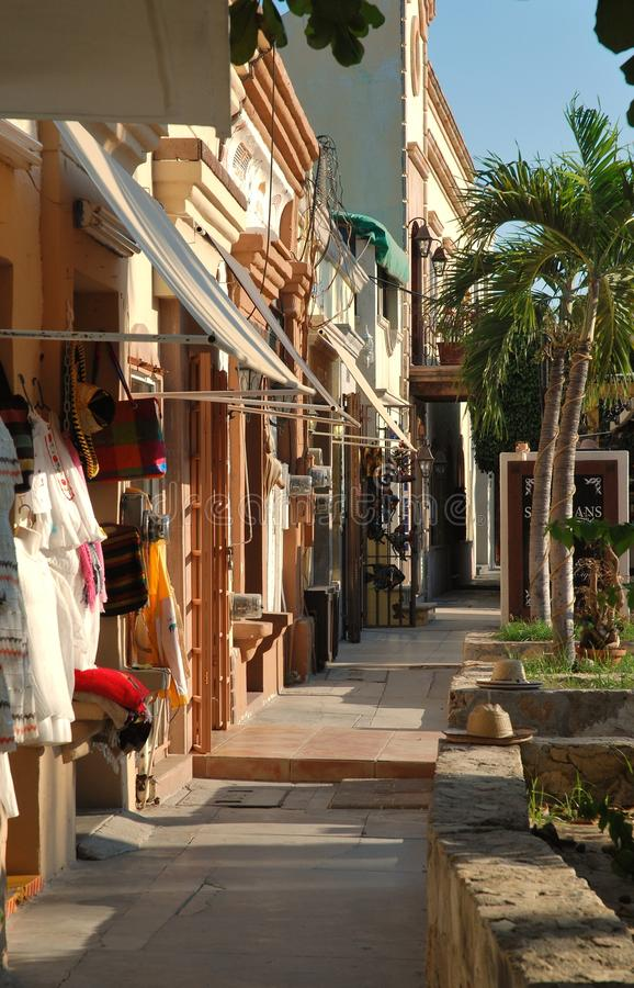Een het winkelen boulevard in San Jose del Cabo, Mexico royalty-vrije stock foto's