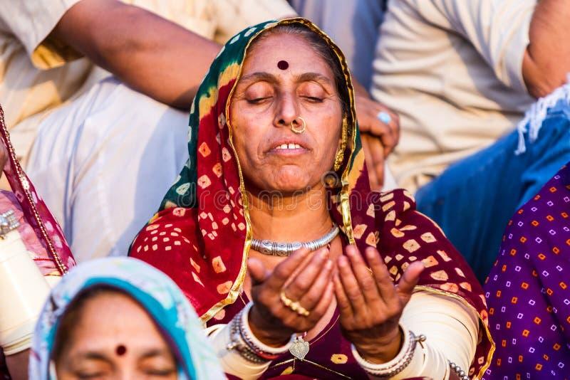 Een Hindoese Dame Meditating royalty-vrije stock foto
