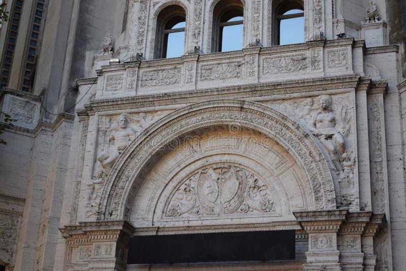 Een historisch gebouw met interessante kunststukken stock afbeelding