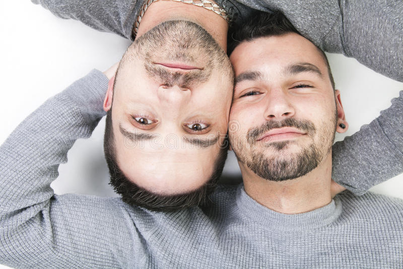 Download Een Homoseksueel Paar Over Een Witte Achtergrond Stock Afbeelding - Afbeelding bestaande uit loving, levensstijl: 54082025