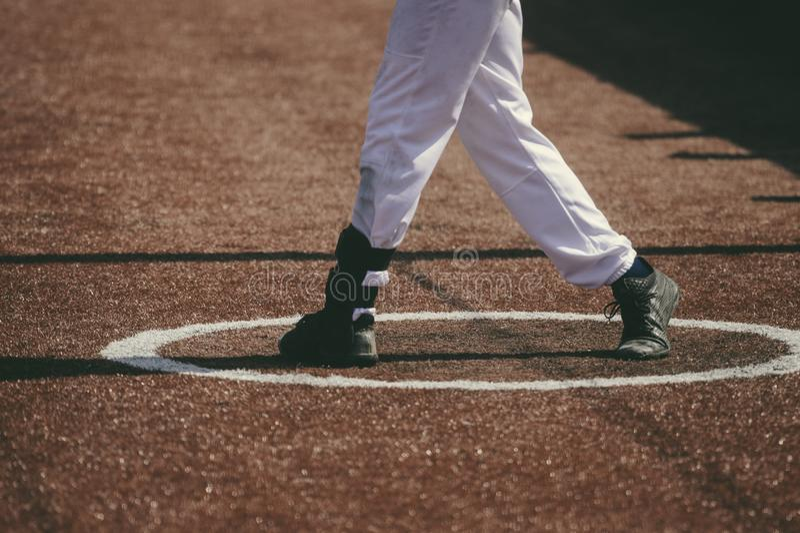 Een honkbalspeler raakte het honkbal stock fotografie