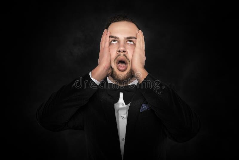 Een hoofdpijn voelen of intens mens die denken royalty-vrije stock foto