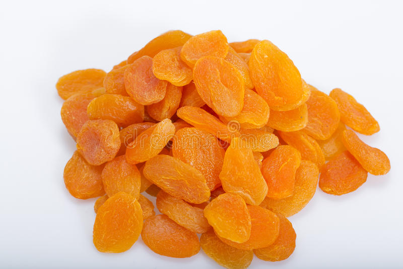 Een hoop van droge abrikozen stock afbeelding