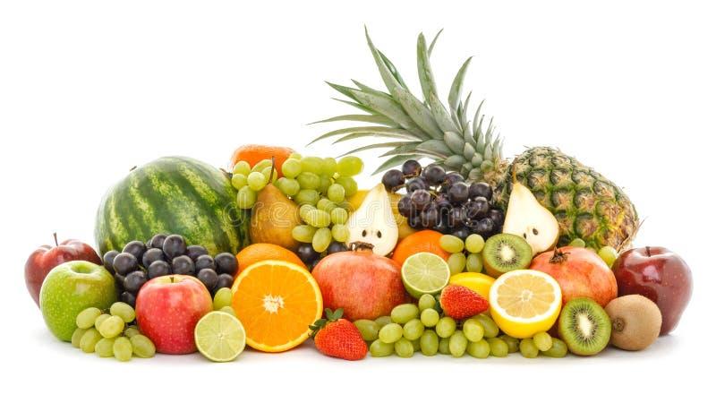 Een hoop van vele verschillende tropische die vruchten op witte achtergrond worden geïsoleerd stock foto's