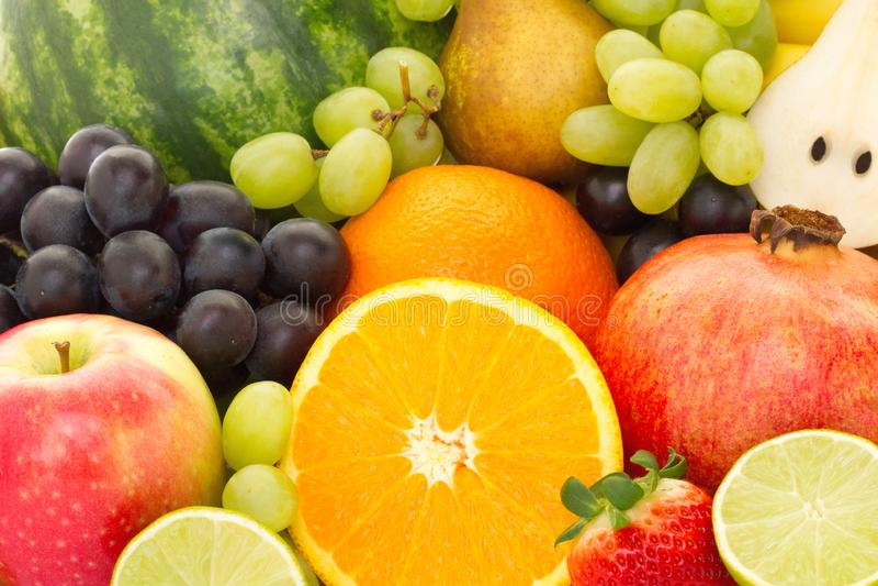 Een hoop van vele verschillende tropische vruchten royalty-vrije stock afbeelding