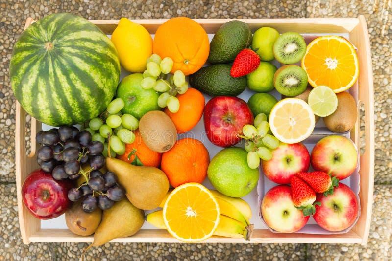 Een hoop van vele verschillende tropische vruchten royalty-vrije stock foto