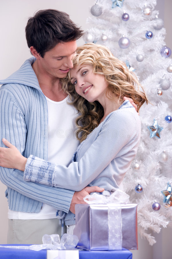 Een houdend van Kerstmispaar royalty-vrije stock foto