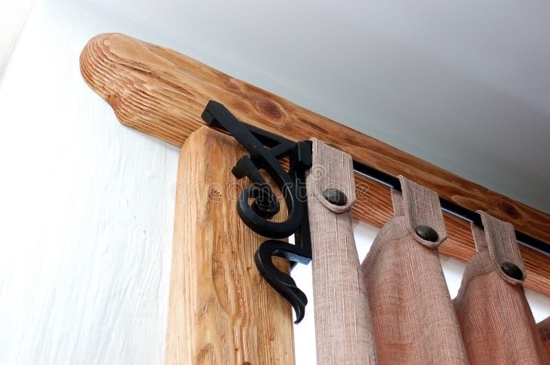 Een houten gordijn en gordijn stock foto