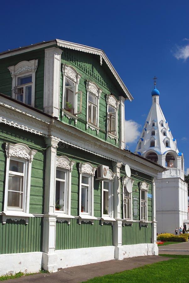 Een houten het leven huis Het Kremlin in Kolomna, Rusland stock afbeelding