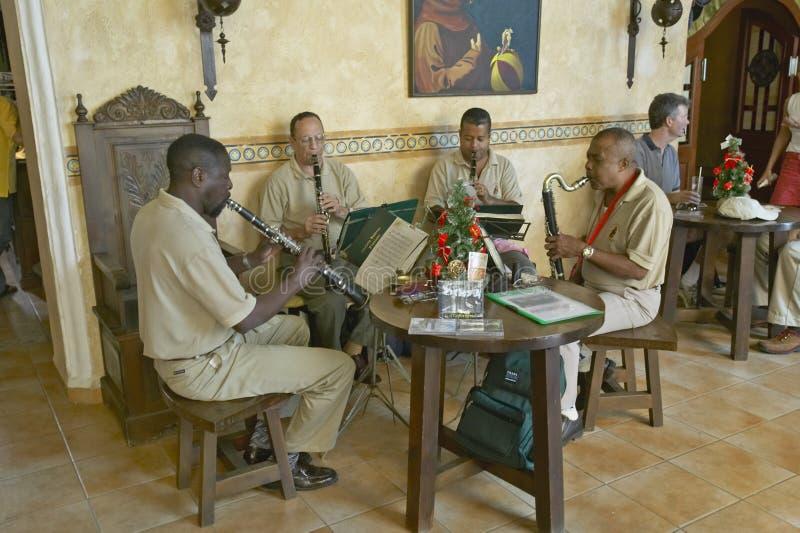 Een houtkwartet die Bach in oud hotel in Havana, Cuba spelen royalty-vrije stock foto's