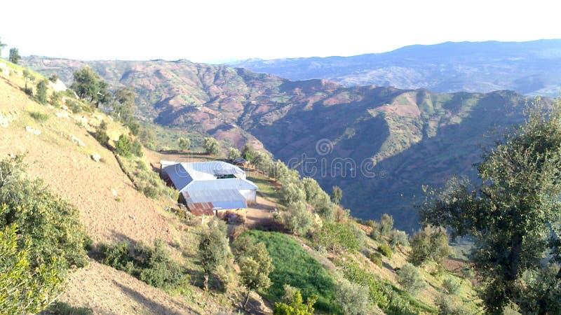 Een huis in de berg in morocoo stock afbeeldingen
