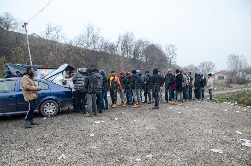 Een humanitaire catastrofe in Vluchteling en Migrantenkamp in Bosnië-Herzegovina De Europese migrerende crisis Balkan route tent royalty-vrije stock foto