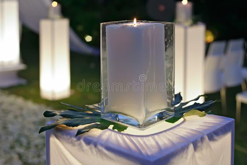 Een huwelijksontvangst die met kaarsen wordt verfraaid stock fotografie